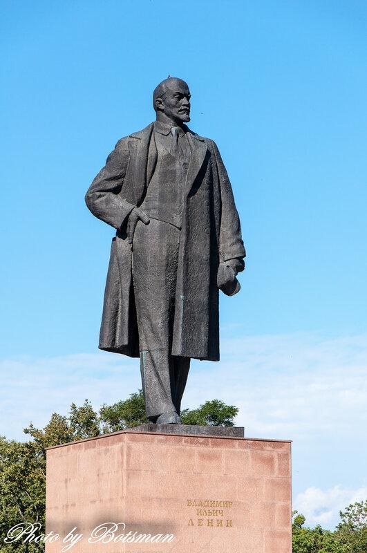 Мемориальный комплекс с барельефом в человеческий рост Владимир заказать памятник Деловой центр (МЦК)